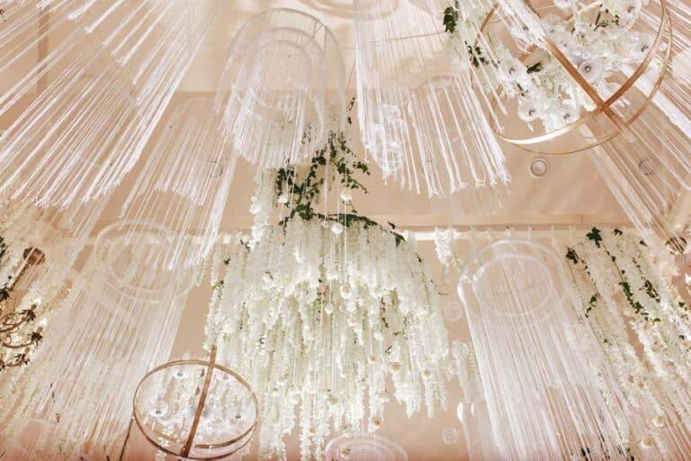 Comment_bien_decorer_le_plafond_de_sa_salle_de_mariage
