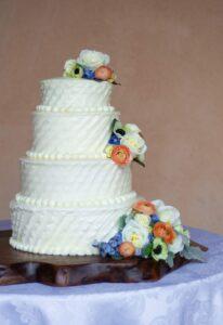 gateau-de-mariage-tendance-2021-decoration-simple