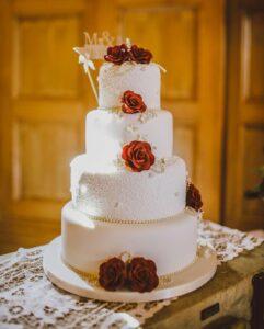 gateau-de-mariage-tendance-2021-plus-fins-a-etages